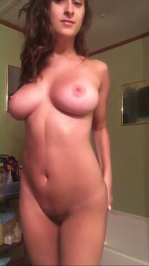 Posting Snapchat Nudes Of Her Doing Squats Make Her Feel -1673