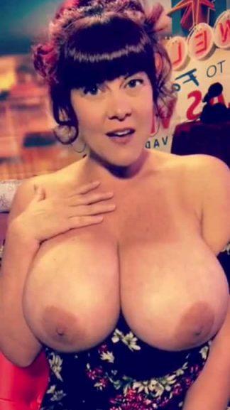 Big boob Snapchat MILF with dark hair